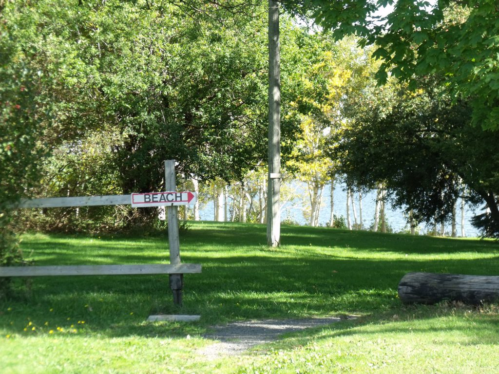 Image of the entrance to the beach at Harbour Light Campground.